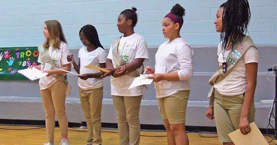 The Girl Scouts Who Meet With Their Moms in Prison